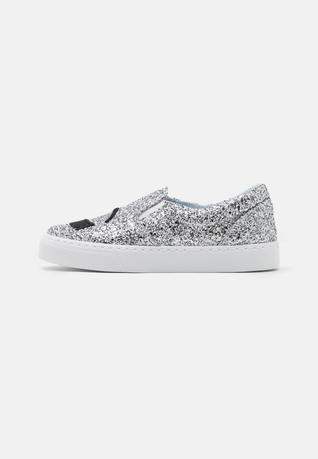 CARRY OVER - Loafers - silver