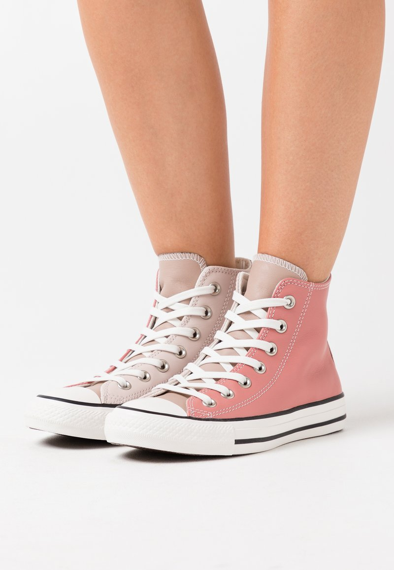 Converse - CHUCK TAYLOR ALL STAR - Höga sneakers - silt red/brick rose/white