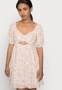 Forever New Petite - RUCHED SWEETHEART - Day dress - cameo rose - 4