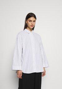 ARKET - Blouse - Pyjamasöverdel - white light - 0