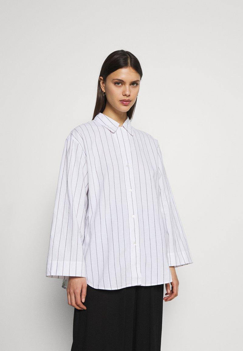 ARKET - Blouse - Pyjamasöverdel - white light