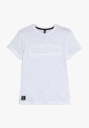 BOYS GOOD VIBES - T-shirt imprimé - schneeweiss