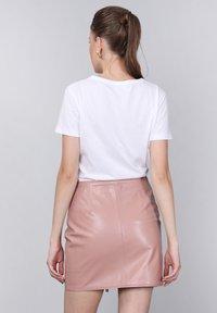 Basics and More - Leather skirt - powder - 1