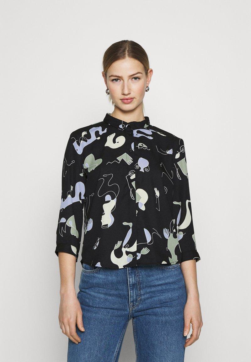 Monki - HELLA BLOUSE - Button-down blouse - black