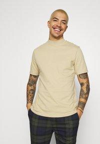 Topman - TURTLE 2 PACK - Basic T-shirt - white/beige - 2