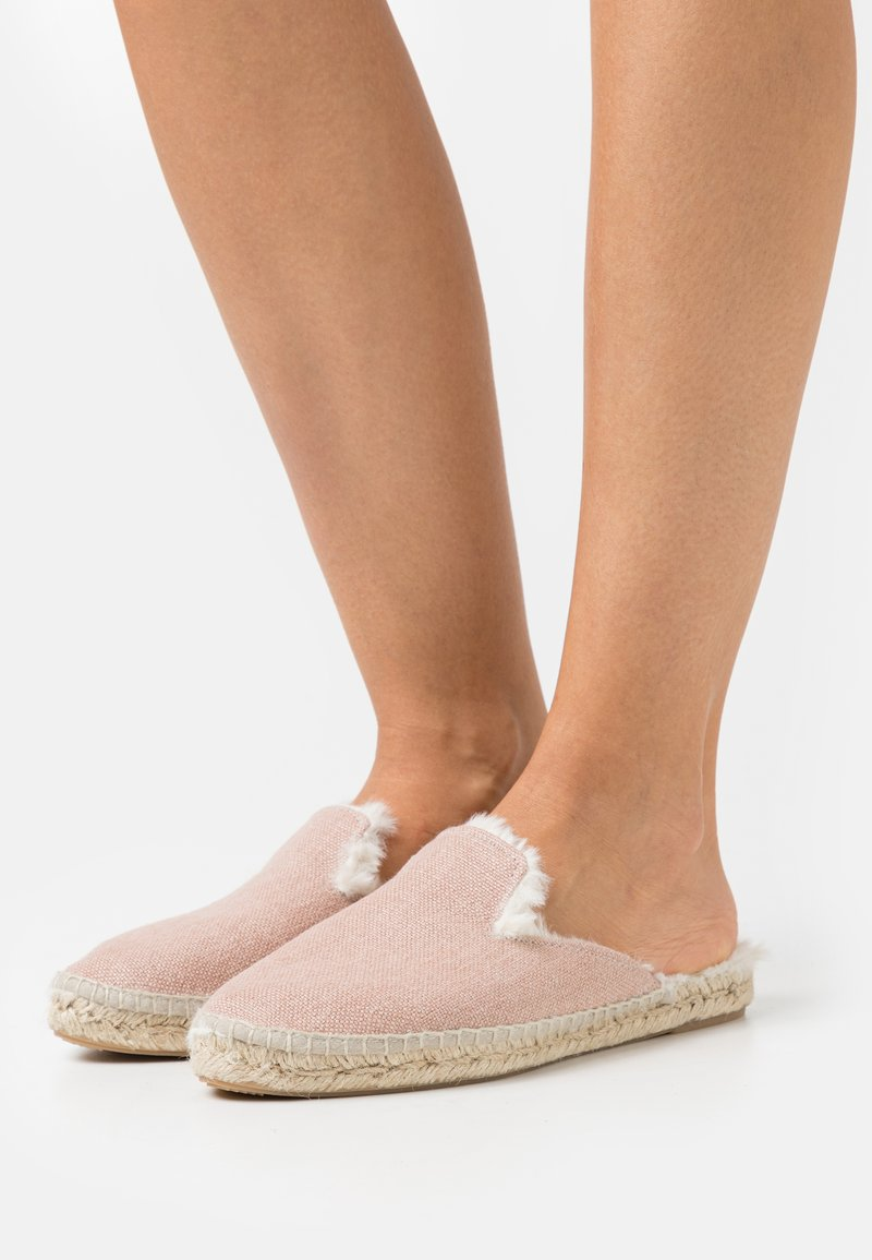 JUTELAUNE - VEGAN MULES AUTUMN ESPADRILLES - Pantofole - nude