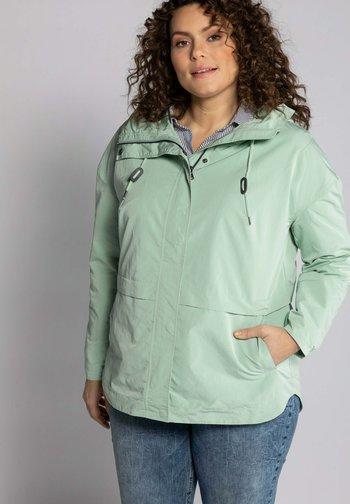GRANDES TAILLES VESTE  - Outdoor jacket - vert pâle