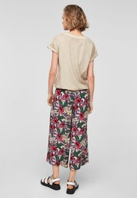 QS by s.Oliver - Basic T-shirt - beige - 2