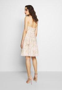 Needle & Thread - SWEET PETAL CAMI DRESS EXCLUSIVE - Koktejlové šaty/ šaty na párty - meadow pink - 2