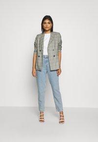 Selected Femme - MOM - Straight leg jeans - light blue denim - 1