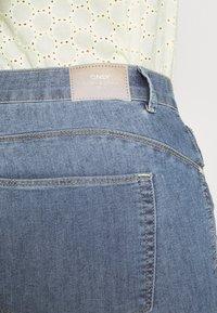 ONLY Carmakoma - CARHIRIS LIFE PUSHUP - Jeans Skinny Fit - light blue - 4