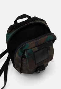 Jordan - JUMPMAN AIR POUCH - Bum bag - camo - 2