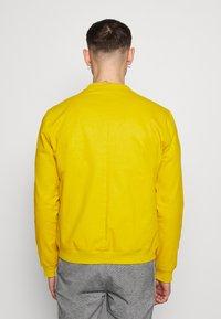 New Look - LIGHTWEIGHT                - Blouson Bomber - mustard - 2