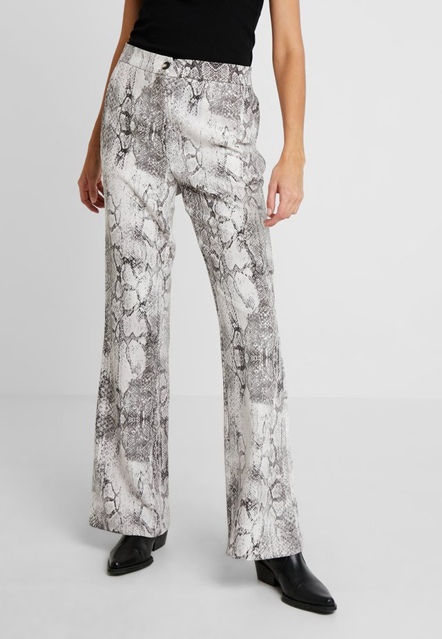 SASHA PRINT BOOTLEG TROUSER - Spodnie materiałowe - multi