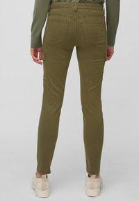 Marc O'Polo - LULEA SLIM MID WAIST  - Slim fit jeans - dark green - 2