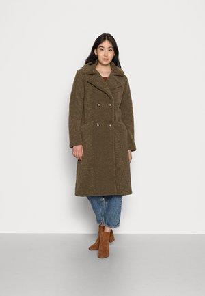 COAT LONG BOUCLE - Classic coat - green