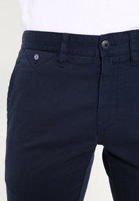 Tommy Jeans - SLIM FERRY - Chinos - navy blazer - 3