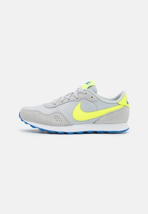 MD VALIANT UNISEX - Sneakersy niskie - grey fog/volt/game royal/white