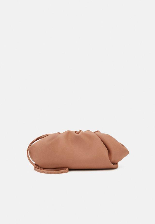 NIKKI POUCH - Across body bag - tan
