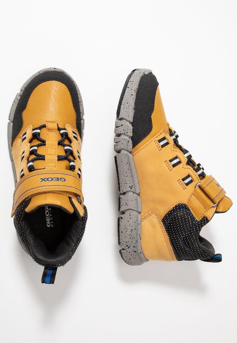 Geox - FLEXYPER BOY ABX - Sneakersy wysokie - dark yellow/royal
