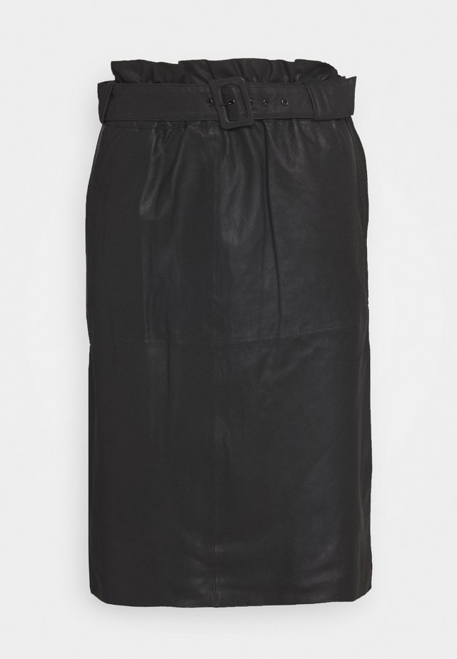 SKIRT WITH BELT - Falda de cuero - black