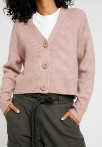 Forever New - THEA BUTTON CARDIGAN - Cardigan - mauve day - 6