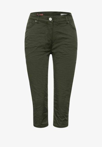 SLIM FIT - Shorts - grün