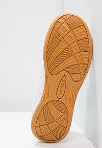 Kappa - KICKOFF  - Sports shoes - white/black - 4