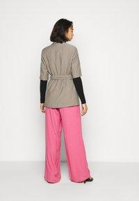 Topshop Petite - SHORT SLEEVE - Krótki płaszcz - grey - 2