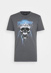 CLOSURE London - SKULL ROCK TEE - Print T-shirt - anthrazit - 4