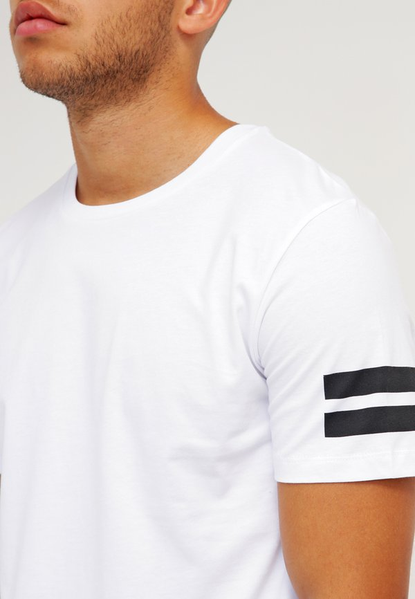 Jack & Jones JCOBORO CREW NECK SLIM FIT - T-shirt z nadrukiem - white/biały Odzież Męska ULXP