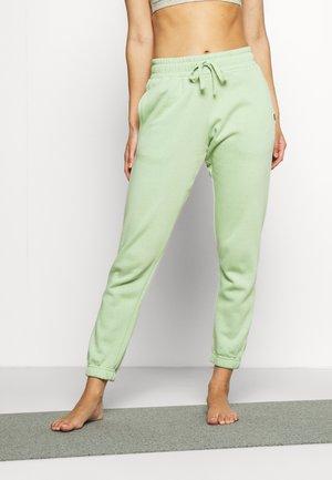 LIFESTYLE GYM TRACKPANT - Pantalon de survêtement - nile green