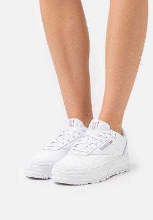 CLUB C DOUBLE GEO - Sneakersy niskie - footwear white/pure grey