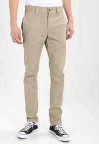 Dickies - SLIM SKINNY WORK PANT - Chino kalhoty - british tan - 0