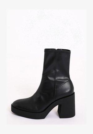PLATEAUSTIEFELETTEN - Classic ankle boots - schwarz