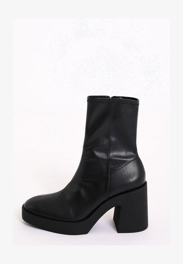 PLATEAUSTIEFELETTEN - Korte laarzen - schwarz