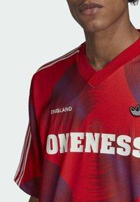 adidas Originals - T-shirts print - red - 4