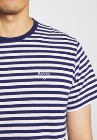 Barbour - DELAMERE STRIPE TEE - Print T-shirt - inky blue - 5