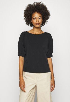 SPELA - T-shirts med print - black