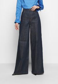 Victoria Victoria Beckham - EXAGERATED WIDE LEG - Jeansy Dzwony - blue denim - 0