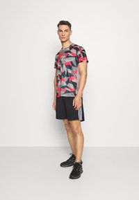 adidas Performance - RESPONSE PRIMEGREEN RUNNING SHORT SLEEVE TEE - Print T-shirt - grey/pink - 1