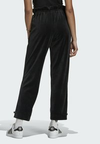adidas Originals - TRACK PANT - Pantalon de survêtement - black - 2