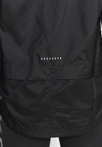 Nike Performance - ESSENTIAL JACKET - Běžecká bunda - black - 3