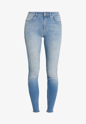 ONLBLUSH - Skinny-Farkut - light blue denim