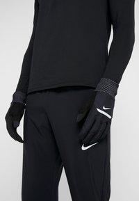 Nike Performance - MENS SHIELD RUNNING GLOVES - Fingervantar - black/wolf grey/silver - 1