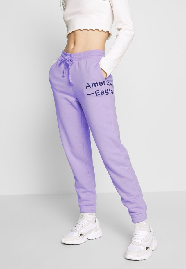 GRAPHIC JOGGER - Verryttelyhousut - purple