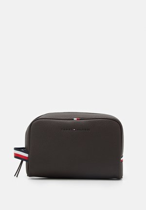 ESSENTIAL WASHBAG UNISEX - Trousse - brown