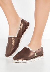 flip*flop - FLIPPADRILLA  - Slippers - brown sugar - 0