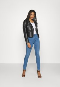 ONLY - ONLGLOBAL MID BOX - Jeans Skinny Fit - light blue denim - 1
