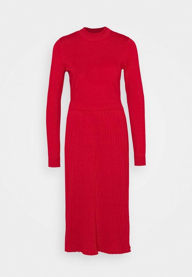 Stickad klänning - red